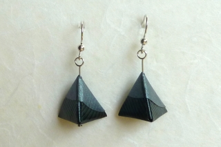 Ohrhänger Origami Mini-Pyramide schwarz-dunkelgrau