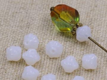 20 böhmische Glasperlen-  Mini-Kürbis - 6mm - Kürbisperlen - weiß opal