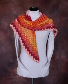 Dreiecksschal, orange, leuchtende Farben 120 x 146 cm - Handarbeit kaufen