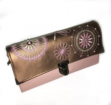 Portemonnaie ★Ruby Ornamente★ rosa Stickerei  auf braunen Kunstleder