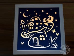 Beleuchtetes Bild Pilzhaus mit Eulen und Sternen