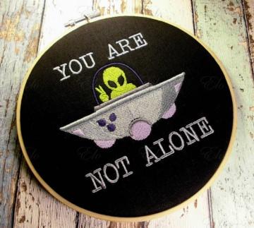 ♥ gestickt Stickrahmenbild - Du bist nicht allein Ufo  Außerirdisch skurril