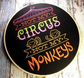 ♥ gestickt Stickrahmen Bild  - Not My Circus - Not My Monkeys - Nicht mein Zirkus nicht meine Affen