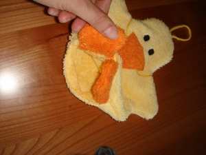 süßer Enten Waschhandschuh (Waschlappen) in gelb mit Schnabel für Kinder - Handarbeit kaufen