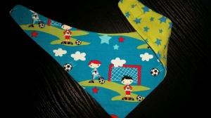 türkisfarbenes Fußball-Wendehalstuch - die Rückseite ist mit Sternen - Handarbeit kaufen