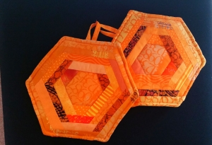 Hexagon-Topflappen in verschiedenen orange Tönen