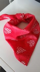 rotes Kinderhalstuch (Dreieckstuch) mit roten Herzen  - Handarbeit kaufen