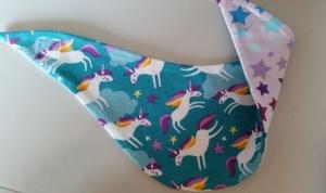 Einhorn Wendehalstuch in mint, die Rückseite ist in lila mit Sternen - Handarbeit kaufen