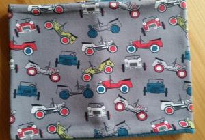 grauer Schlauchschal mit vielen alten Autos, Innenseite ist Fleece, Durchmesser 51 cm  - Handarbeit kaufen