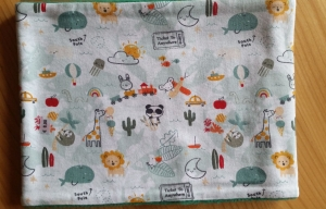 grüner Schlauchschal mit vielen Motiven (Tiere, Auto, Flugzeug...), Innenseite ist Fleece, Durchmesser 51 cm  - Handarbeit kaufen