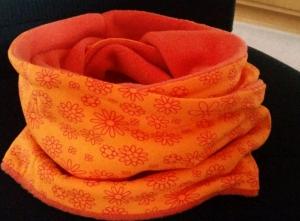 oranger Loop mit Blumen, Innenseite ist Fleece