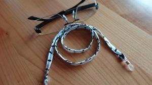 weiß-schwarz gemustertes Brillenband, ob für Sie oder Ihn  - Handarbeit kaufen