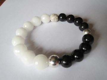 Quarzit weiß fac., Onyx und 925er Silberelemente, Edelsteinarmband - Handarbeit kaufen
