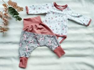 Kleidungsset, Set Mädchen, Rosen, Body mit Hose/Pumphose, Gr. 68 - Handarbeit kaufen