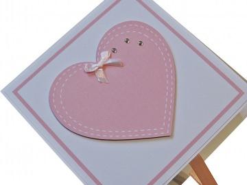 Geldgeschenk/Geschenkverpackung zur Geburt oder Taufe, handgefertigt mit Wunschname im Deckel, Motiv: Herz