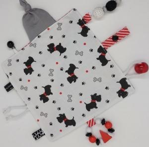 Süßes Knistertuch mit vielen Einzelteilen - Hunde in rot/schwarz