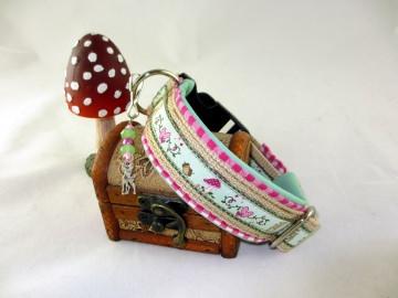 Hundehalsband Fairytale/beige Halsband Hund mit Klickverschluss Kunststoff oder Metall Verschluss wahlweise Zugstopp gepolstert mit Kunstleder Polsterung - Handarbeit kaufen