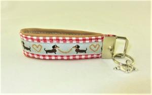 Schlüsselanhänger/Schlüsselband Würstchenklau Anhänger Band für Schlüssel mit lustigen Dackeln Schlüsselband für Hundefreunde für Tierfreunde für Frauen unterlegt mit Kunstleder - Handarbeit kaufen