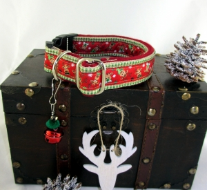 Hundehalsband Rudolph & Friends Halsband in weihnachtlichem Look mit Klickverschluss und Weihnachtsglöckchen Anhänger