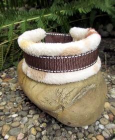 Hundehalsband Cappuccino Halsband Hund Windhund wärmend, reflektierend und weich gepolstert wahlweise mit Klickverschluss Kunststoff oder Metall oder Zugstopp Verschluss