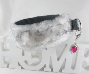 Windhundhalsband Schneehase Hundehalsband Halsband Windhund benäht mit Kunstfell Zugstopp  wahlweise Klickverschluss Kunststoff oder Metall gepolsert Poslterung Kunstleder  - Handarbeit kaufen
