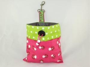 Leckerli-Beutel Fliegenpilze pink Leckerlitasche Hund wasserabweisend abwischbar Aufbewahrung Kotbeutel oder Hundeleckerli Kotbeuteltasche Gassibeutel  - Handarbeit kaufen