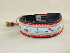 Hundehalsband Ahoi Halsband verstellbar maritim mit Klickverschluss Kunststoffverschluss gepolstert mit Kunstleder und Paracord-Anhänger - Handarbeit kaufen