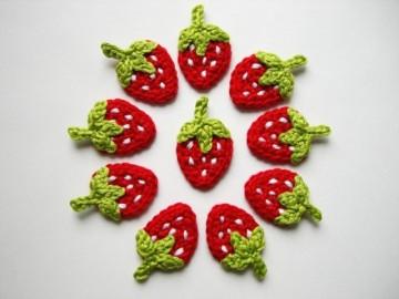 Häkelapplikation, 10 kleine Erdbeeren mit weißen Punkten