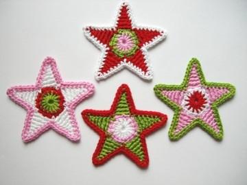 Häkelapplikation, vier große bunte Sterne