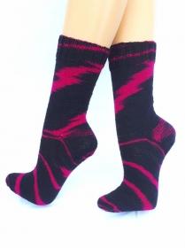 Handgestrickte Socken, Gr. 39/40, aus handgefärbter Wolle, in außergewöhnlichem Farbdesign, von Schwarzwaldmaschen - Handarbeit kaufen