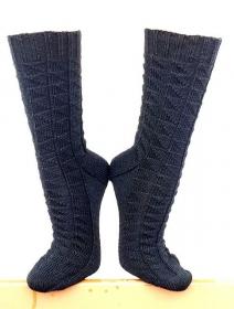 Handgestrickte Socken, Gr. 42/43, aus handgefärbter Wolle, mit interessantem Strukturmuster, Stricksocken, von Schwarzwaldmaschen - Handarbeit kaufen