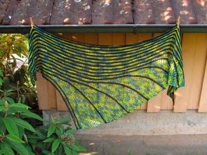 Großes Dreieckstuch Jamaika, asymmetrisch, 206 x 74 cm, aus Merino-Seide-Ramie-Mischung, von Schwarzwaldmaschen - Handarbeit kaufen