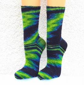 Handgestrickte Socken, Gr. 42/43, aus handgefärbter Wolle, in außergewöhnlichem Farbdesign, von Schwarzwaldmaschen - Handarbeit kaufen
