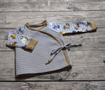 Baby-Wickeljacke in Gr. 68 aus einem Waffelpique sowie einem Bio-Jersey
