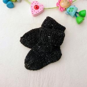 kuschelweiche Babysocken aus GOTS Merinowolle in schwarz - Handarbeit kaufen
