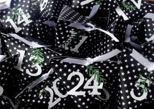 Adventskalender edel modern schlicht cool schwarz weiß Sterne Schachteln