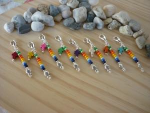 8 farbenfrohe Mitgebsel  / Gastgeschenke /Kommunion /Taufe / Konfirmation Charms Mitbringsel Tischdeko Taschenanhänger