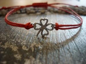 Armband mit einem Kleeblatt als Zwischenstück / Silvester / Neujahr - Handarbeit kaufen
