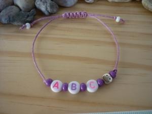 Handgemachtes filigranes Kinderarmband 'ABC' mit Smiley-Perle - Handarbeit kaufen