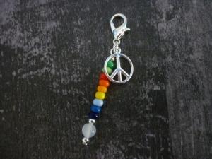 Charm Anhänger 'Peace' Geschenk zu vielen Anlässen Regenbogen handgemacht  - Handarbeit kaufen