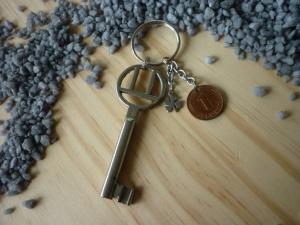 handgemachter Schlüsselanhänger mit 'Glückspfennig' , Schlüssel und Kleeblatt / Vintage  - Handarbeit kaufen