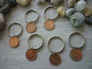 6 Schlüsselanhänger / Glücksbringer   Glückspfennig /  Vintage / Gastgeschenke / Silvesterdeko - Handarbeit kaufen