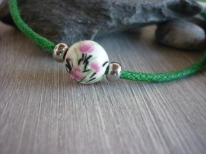 Schlichtes Armband mit Keramikperle /  Grün / Blume - Handarbeit kaufen