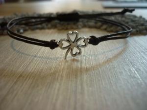 Armband 'Kleeblatt' Baumwollarmband mit Zwischenstück in Form eines Kleeblattes - Handarbeit kaufen