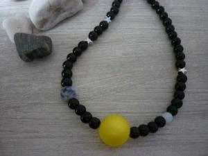 Kette 'Sonne, Mond und Erde' aus Glasperlen, Mondstein, Sodalith und Metallsternen - Handarbeit kaufen