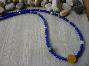 Kette 'Sonne, Mond und Erde' aus Jadeperlen, Mondstein, Sodalith und Metallsternen  - Handarbeit kaufen