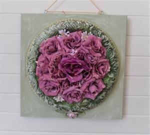 Blumenkranz lila-grün auf Holzbrett zum Hängen - Handarbeit kaufen
