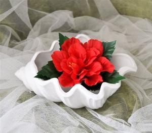 Weiß bemalte Muschel aus Keramik. Aus eigener Herstellung und liebevoll von Hand bemalt.