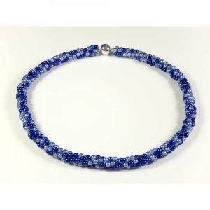 Leicht gedrehte Kette Blautöne Perlenkette Halsschmuck - Handarbeit kaufen