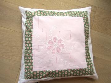 Kissenhülle mit Blütenstickerei , handmade/ selbst genäht